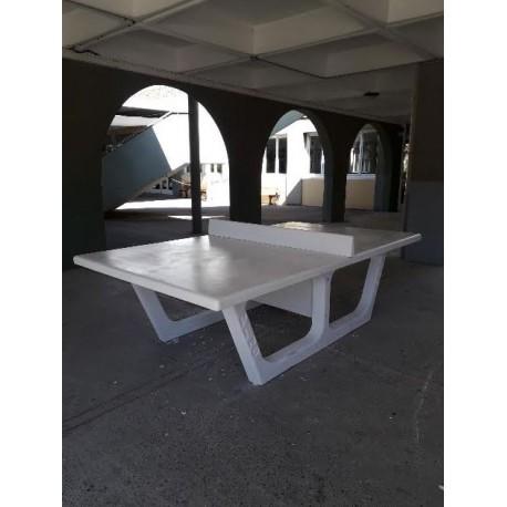 Exemple d'installation d'une table de ping-pong en béton RONDO blanche - Net Collectivités