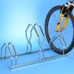 Un râtelier en acier zingué pour 3 vélos sur 2 niveaux