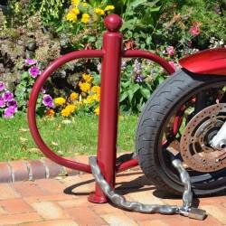 Poteau en métal pour motos adapté à l'utilisation d'antivol