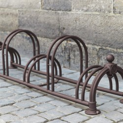 Râtelier contemporain pour 5 vélos sur 2 niveaux