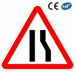 Panneau routier attention chaussée rétrécie par la droite (A3a)