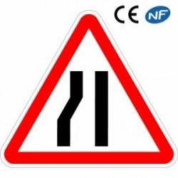 Panneau routier signalant l'arrivée dune chaussée rétrécie parlagauche (A3b)