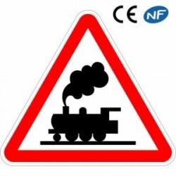 Panneau routier pour annoncer un passage à niveau sans barrières (A8)