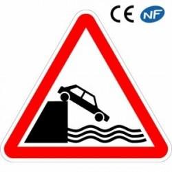 Panneau de circulation débouché sur un quai ou une berge (A20)