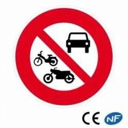 Panneau de circulation indiquant une interdiction à tousvéhicules à moteur (B7b)