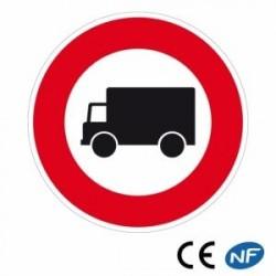 Panneau de signalisation indiquant un passage interdit aux camions (B8)