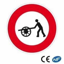 Panneau de circulation indiquant un accès interdit aux voitures à bras (B9e)