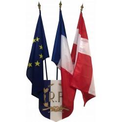 Lot écusson châssis bois et ses 3 drapeaux différents