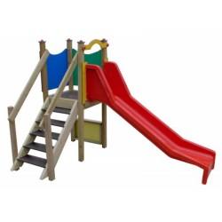 Petit toboggan en bois pour les enfants de 2 à 6 ans. Parcs de jeux et écoles