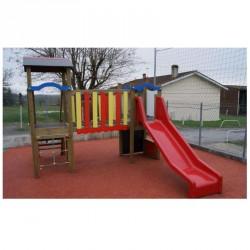 Toboggan pour les petits avec jeux de grimpe