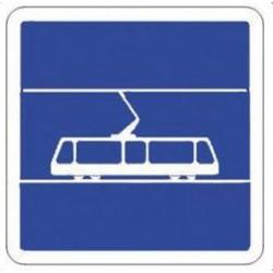 Panneau de circulation annonçant un arrêt de tram