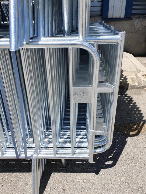 Détails de la barrière Vauban avec stockage au carré - Net Collectivités